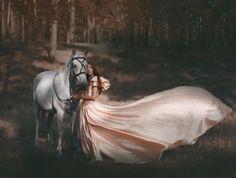 + Fotografia :     Com uma temática de fantasia, a fotógrafa Katerina Plotnikova produz belos trabalhos.