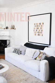 sofa, cojines y alfombra