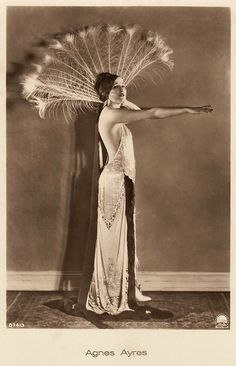 Agnes Ayres Was An American Actress Who Rose To Fame During The Silent Film Era >> Women's Beauty 100 Years Ago In Vintage Postcards
