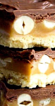 Snickers Millionaire Shortbread Caramel Shortbread, Shortbread Bars, Shortbread Recipes, Snickers Chocolate, Chocolate Topping, Orange Caramel, Chocolate Orange, Millionaire Shortbread Recipe, Picture Recipe