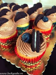 Briose cu Oreo si ciocolata Lucky Cake, Biscuit, Cupcakes, Oreos, Desserts, Cheesecake, Food, Pie, Tailgate Desserts