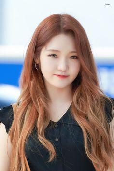 """지선라떼 on Twitter: """"190706 ICN 출국 조심히 잘 다녀와~ 화이팅🙃🙂 #프로미스나인 #fromis_9 #노지선 #ROHJISUN… """" K Pop, Kpop Girl Groups, Kpop Girls, Korean Airport Fashion, Kpop Hair, Pretty Korean Girls, Airport Style, Magical Girl, Pop Group"""