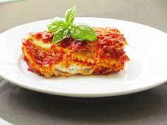 Baked Beef Ravioli Recipe: An Easy Fake-Out Lasagna - Thriving Home// I will add less cheese and split this into two freezer meals to serve just 2