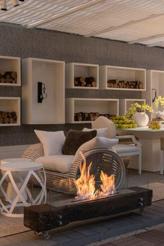 Discover recipes, home ideas, style inspiration and other ideas to try. Modern Fireplace, Fireplace Design, Contemporary Interior, Modern Interior Design, Chimney Decor, Moderne Pools, Minimalist Room, Luxury Homes Interior, Living Room Decor