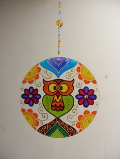 to ] Great to own a Ray-Ban sunglasses as summer gift.Fashion and Vintage styles. Cd Crafts, Upcycled Crafts, Pottery Painting, Dot Painting, Mandala Art, Mosaic Glass, Glass Art, Hamsa Art, Recycled Cds