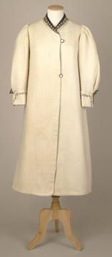 Full-length. cream-coloured wool coat, herringbone weave, fully lined with white cotton sateen, about 1912. http://www.liverpoolmuseums.org.uk/walker/exhibitions/wardrobe/outdoorclothes/creamcoat.aspx