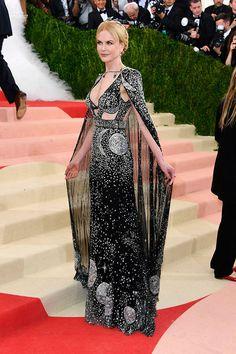 Nicole Kidman no Tapete vermelho Met Gala 2016 Looks vestidos