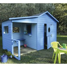 Un abri de jardin bleu, pour donner un peu de vie au jardin. http://www.m-habitat.fr/abri-de-jardin/construction-d-un-abri-de-jardin/acheter-un-abri-de-jardin-1197_A #bleu #abri