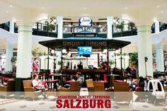 Włoska kawa i wysoka moda? Takie połączenie idealne znajdziecie w McArthurGlen Designer Outlet w Salzburgu. Lokal Segafredo sąsiaduje tam m.in. z butikiem Valentino, Hugo Boss czy Escada. #KlubSegafredo #KawiarnieSegafredo#KawiarnieŚwiata #ItalianStyle #WłoskaKawa #Salzburg #McArthurGlenDesignerOutlet