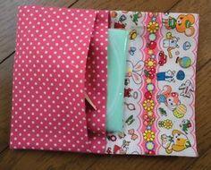 簡単♪2段ポケットのポーチ(ケース)の作り方 めいびおばちゃんの手作り雑貨 Fabric Crafts, Sewing Crafts, Sewing Projects, Fabric Wallet, Japanese Fabric, Couture, Little Gifts, Handicraft, Purses And Bags