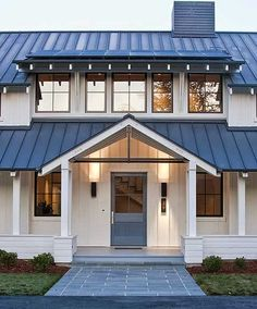 Do You Want Modern Farmhouse Style In Your Exterior? If you need inspiration for the best modern farmhouse exterior design ideas. Our team recommends some amazing designs that might be inspire you. enjoy it. Modern Farmhouse Design, Modern Farmhouse Exterior, Farmhouse Homes, Rustic Farmhouse, Farmhouse Lighting, Farmhouse Ideas, Farmhouse Front, Modern Craftsman, Fresh Farmhouse
