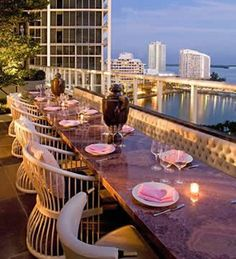 Rooftop and Top Floor Restaurants and Bars Offering Views Miami and Florida Outdoor Restaurant Patio, Rooftop Restaurant, Rooftop Bar, Restaurant Design, Rooftop Dining, Miami Beach, South Beach Florida, Florida Beaches, Miami Restaurants
