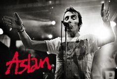 Aslan singer Christy Dignam gets pranked by Jim-Jim Nugent on Strawberry Alarm Clock! Irish Rock, Prank Calls, Live Band, In My Feelings, Pranks, Rock Music, Cool Bands, Singer, Concert