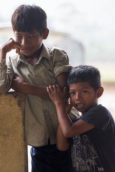 La inocencia y pureza de los niños indígenas es uno de los atractivos de estas tierras Centroamericanas. Pasan horas a mi lado observándome, su sencillo mundo se ve alterado por la presencia de un individuo diferente y lleno de artilugios como yo.