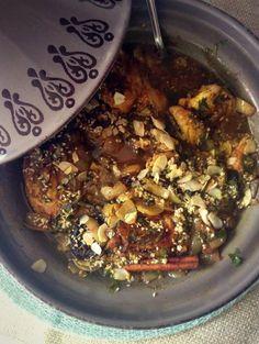 Marokkaanse Kip Tajine met Abrikozen | Nog niet zolang heb ik een tajine gekregen en daar toen meteen een heerlijk lamsgerecht in gemaakt van een recept dat