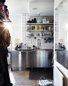 In this new book from Ikea; Hitta Del 2, we get to visit the homes of 10 different families with inspiring kitchens in all sizes and styles to see how they solved their storage, and as a bonus we get...