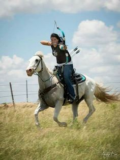 Mounted archery: Bows are Even Better On Horseback (well DUH) Archery Girl, Archery Bows, Archery Hunting, Deer Hunting, Coyote Hunting, Crossbow Hunting, Mounted Archery, Bowfishing, Traditional Archery