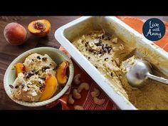 V teplých dnech přichází chuť na chladivé pochoutky, co takhle osvěžit se vynikající domácí ovocnou zmrzlinou? Připravte si lahodnou a nadýchanou zmrzlinu z broskví a kešu ořechů, je to velmi snadné, dokonce není třeba ani zmrzlinovač. Podrobný postup, jak na nadýchanou ovocnou zmrzlinu, naleznete v následujíc... Acai Bowl, Cereal, Oatmeal, Paleo, Breakfast, Food, The Oatmeal, Rolled Oats, Hoods