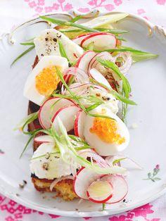 Radieschensalat mit Mascarponenocken und Forellenkaviar