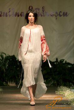 Valentina Vidrascu- fashion inspired by traditional Romanian folk costume Ethnic Fashion, Modern Fashion, Fashion Design, Bridle Dress, Costumes Around The World, Folk Costume, Country Living, Bohemian Style, Ukraine