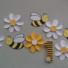 Bee Crafts For Kids, Preschool Crafts, Diy For Kids, Arts And Crafts, Paper Crafts, Felt Animal Patterns, Stuffed Animal Patterns, Bee Theme, Hand Embroidery Designs