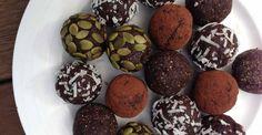 Facebook Twitter Google+ Pinterest Email Love This Riches en potassium et parfaites pour les sportifs, ces petites boules apportent de l'énergie immédiatement. Pour 10 boules environ Ingrédients 100 g de dattes 20 g de canneberges séchées 20 g d'amande en poudre 2 cuillères à soupe de cacao en poudre Préparation Couper en deux et dénoyauter …