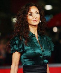 Amazing silk blouse and high-waist skirt. Sofia Milos, Blouse Sexy, Satin Blouses, Beautiful Blouses, Celebs, Celebrities, Cool Fabric, Satin Dresses, Silk Satin