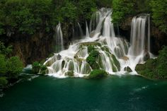 Plitvice Wasserfall im Kroatien Reiseführer http://www.abenteurer.net/2148-kroatien-reisefuehrer/