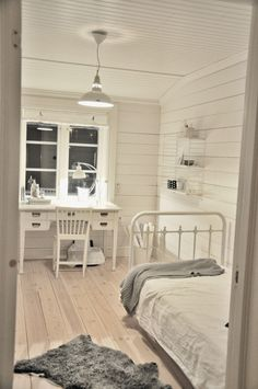 MARIAS VITA BO: Gästrum med ny hylla