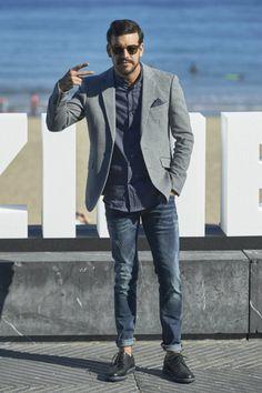 Mario Casas sorprendentemente bien vestido en el Festival de Cine de San Sebastián