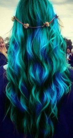 long blue green hair. It's too hard to believe someone in the world has this hair. I can't stop looking it