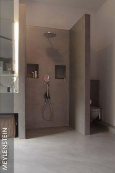 Das Badezimmer Ist Absolut Individuell Den Kundenwünschen Angepasst  Entworfen Worden. Eine Bodengleiche Dusche Mit Ablaufrinne