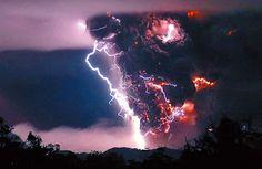 Amazing picture of volcanic lightning!