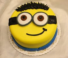 Thermomix birthday cake recipe with 30 ideas that are as original as they are easy to make - Women Style Tips Minions, Minion Face, Nutella Ganache, Chocolate Ganache, Minion Birthday, Birthday Cake, Decors Pate A Sucre, White Chocolate Icing, Sugar Dough