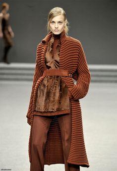 The texture! Zara Fashion, Knitwear Fashion, Knit Fashion, Winter Chic, Winter Wear, Autumn Winter Fashion, Estilo Glamour, Knitted Coat, Professional Dresses