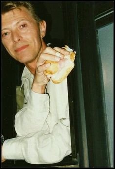 """"""" Hi Patti and Bowie friends, happy tuesday, hope everyone is enjoying the day, love you all 🌹💞💞💞"""" David Bowie Starman, Aztec Ruins, The Thin White Duke, Ziggy Stardust, Sound & Vision, Rock Legends, Jim Morrison, Brixton, Glam Rock"""