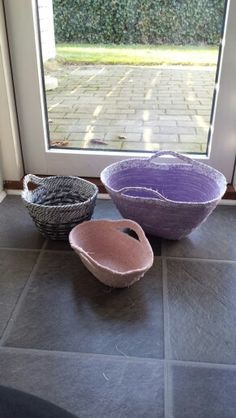 Kurve / Baskets: Rope and fabric baskets, sewing, purple/light pink for my niece.