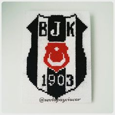 Etamin Beşiktaş amblemi Cross Stitch Bookmarks, Cross Stitch Embroidery, Emblem, Hama Beads, Needlework, Badge, Logos, Pattern, Handmade