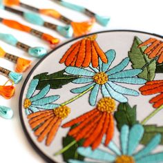 Beautiful, contemporary embroidered florals stitched by @jenannhandmade For more embroidery inspiration, visit DMC.com to see our 1000+ FREE patterns. Diy Embroidery Art, Dmc Embroidery Floss, Creative Embroidery, Modern Embroidery, Hand Embroidery Designs, Floral Embroidery, Pattern Art, Free Pattern, Crochet Embellishments