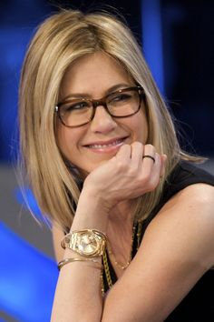 """Jennifer Aniston in Oliver Peoples """"Wacks"""" along with other famous girls who wear glasses"""