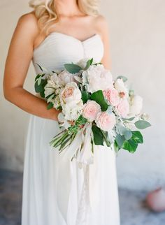 pretty blush and green big bridal bouquet | Photography: Diana McGregor - www.dianamcgregor.com/