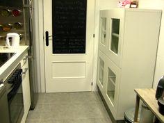 chalkboard paint on the back of the kitchen door... genius