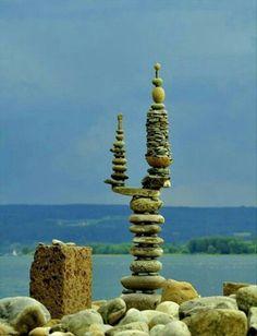 Funny pictures about Perfect Balance. Oh, and cool pics about Perfect Balance. Also, Perfect Balance photos. Zen, Land Art, Mandala Art, Stone Balancing, Art Environnemental, Stone Cairns, Art Et Nature, Art Pierre, Balance Art