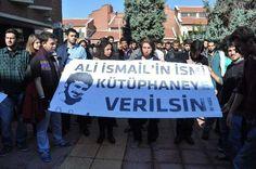Öğrenciler rektörlük binasının kapısını kırdı - http://turkyurdu.com/ogrenciler-rektorluk-binasinin-kapisini-kirdi/