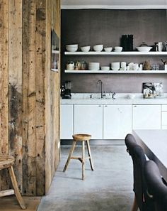 grey wall and backsplash, exposed wood and open shelving, STIL INSPIRATION: Cosy kitchen Cosy Kitchen, New Kitchen, Kitchen Decor, Kitchen Shelves, Rustic Kitchen, Swedish Kitchen, Design Kitchen, Kitchen Ideas, Le Logis