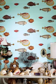 Maudjesstyling: Fornasetti fishes. Nice wall paper for in the bathroom