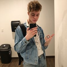 I can't see anybody lovein me the way you do it's astonishing you've got me under wraps darling I'm in love ❤❤ Beautiful Boys, Pretty Boys, Cute Boys, Beautiful People, Christian Akridge, Christian Leave, Homo, Skater Boys, Aesthetic Boy