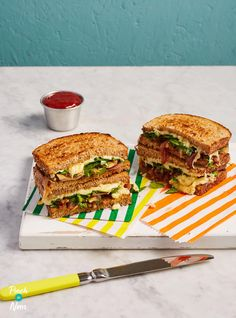 This upgraded cheese toastie recipe takes something every day and makes it a little more special - it's great if you're counting calories! Clean Eating Recipes, Lunch Recipes, Cooking Recipes, Healthy Eating, Baby Recipes, Healthy Lunches, Dinner Healthy, Healthy Food, Recipes Without Fire