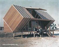 Construcción sobre la arena sobre pilotes - Cabaña de playa hecha de madera diseño moderno por Andrew Geller