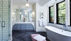 Now, that is one BEAUTIFUL bathroom!!!! Daily Glamorous :